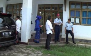 Pihak Kemenkumham Sultra Divisi Keimigrasian melakukan peninajaun remncana pembangunan kantor UPT Imigrasi Kolaka. FOTO : LAN