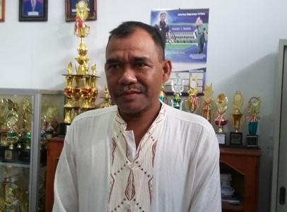 Kepala SMP Negeri 2 Raha Alias Hamka. FOTO : LA ODE AWALUDDIN