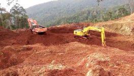Salah satu kegiatan penambangan nikel di Sulawesi Tenggara yang kembali aktif. FOTO : FEBRI