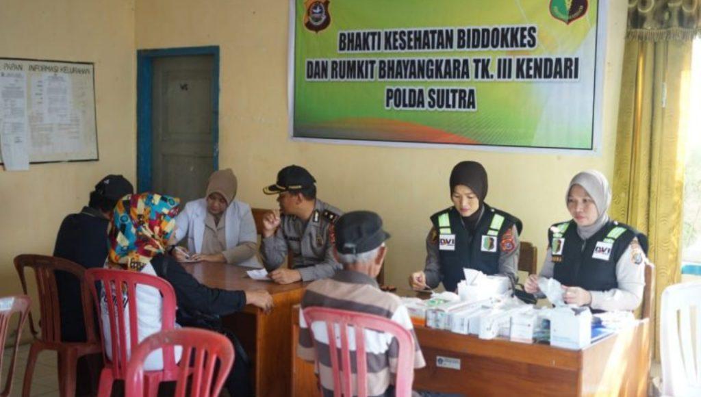 Biddokkes Polda Sultra Gelar Cek Kesehatan Gratis di Gunung Jati
