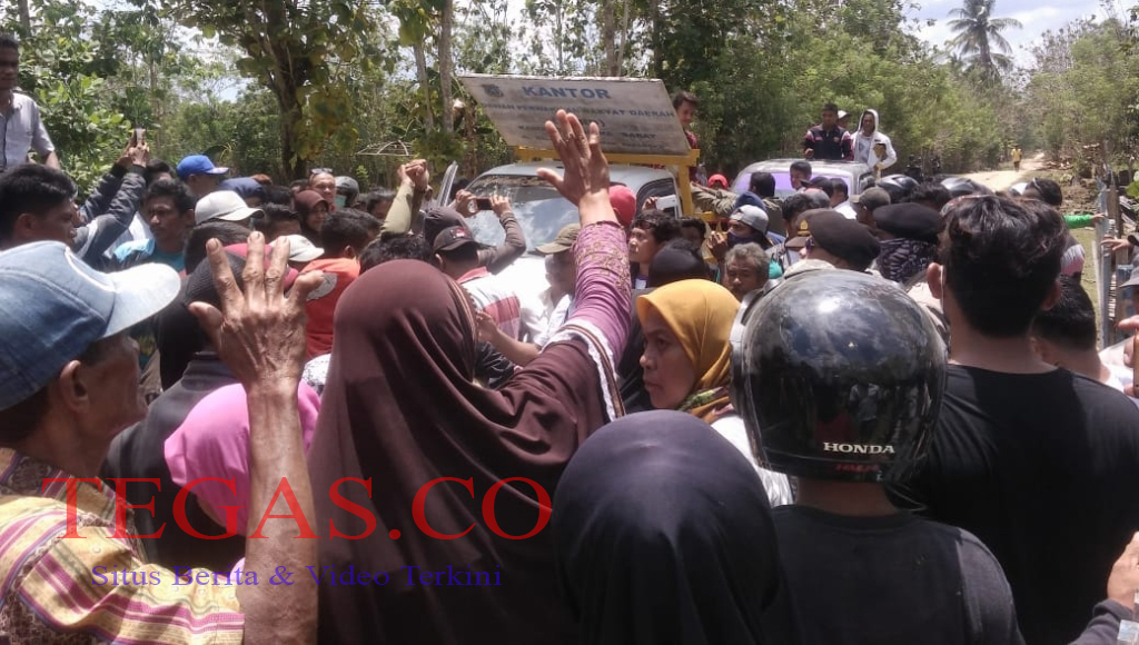 Ratusan Warga Napano Kusambi Tolak Hadirnya PT Sele Raya Agri, DPRD Mubar Disegel