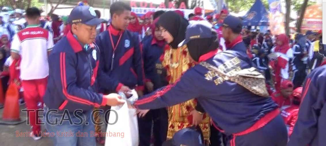 Alumni 02 Kolaka Gelar Aksi Peduli Sampah Plastik di Stadion Gelora 45