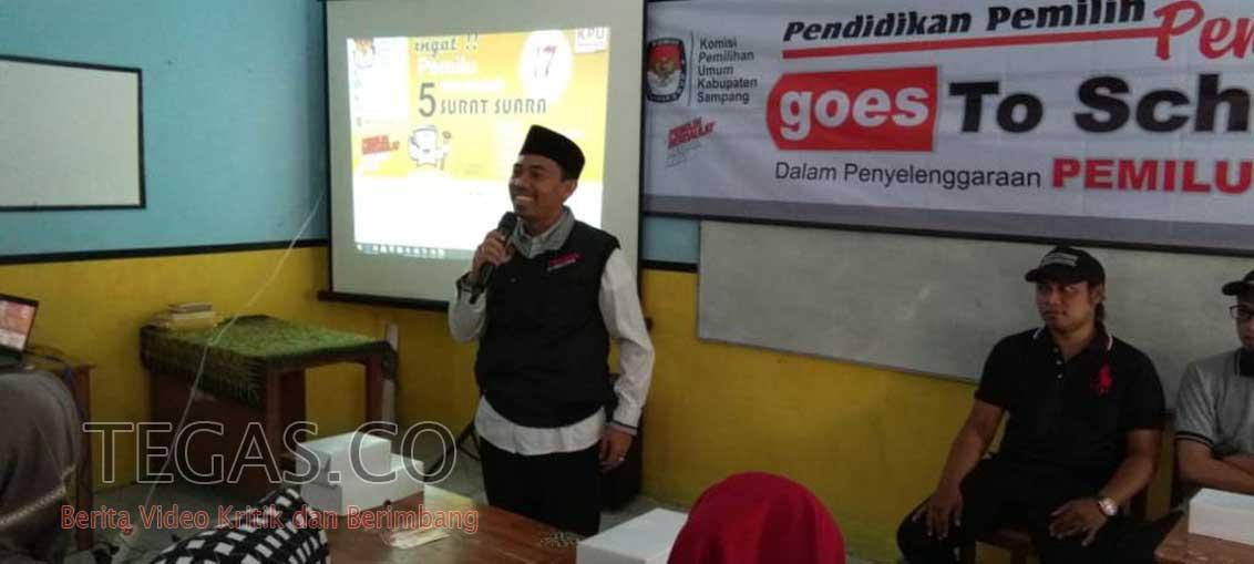 Tingkatkan Partisipasi Pemilih Pemula, KPU Sampang Sosialisasi ke Sekolah