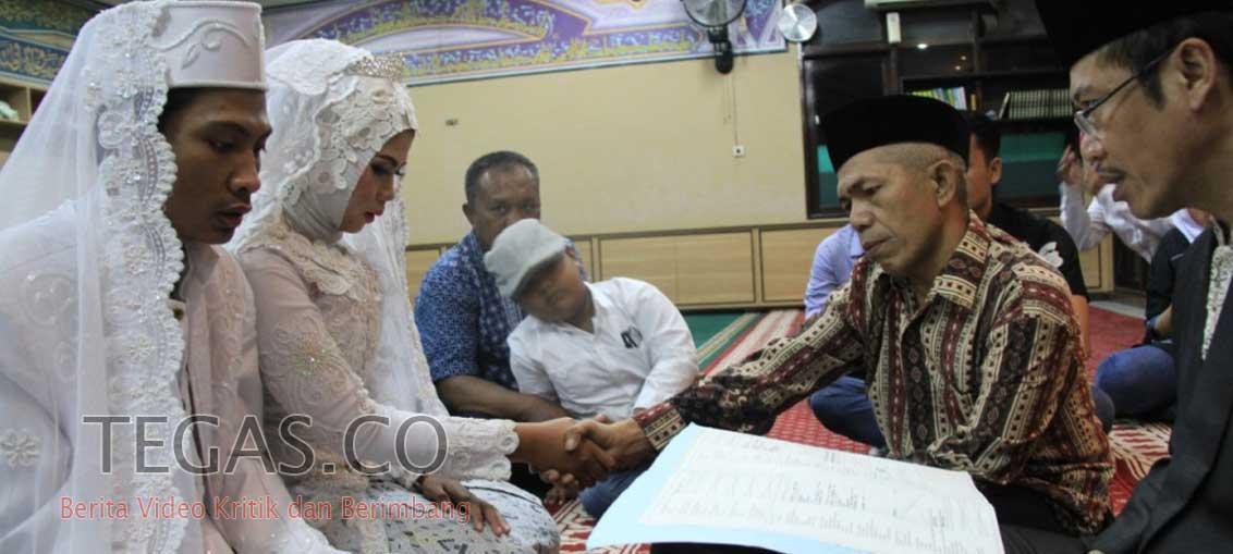 Tangis Haru Napi ini Pecah Usai Nikahkan Anaknya Dibalik Bui