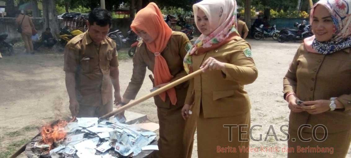Disdukcapil Konawe Musnahkan 9.665 KTP-el