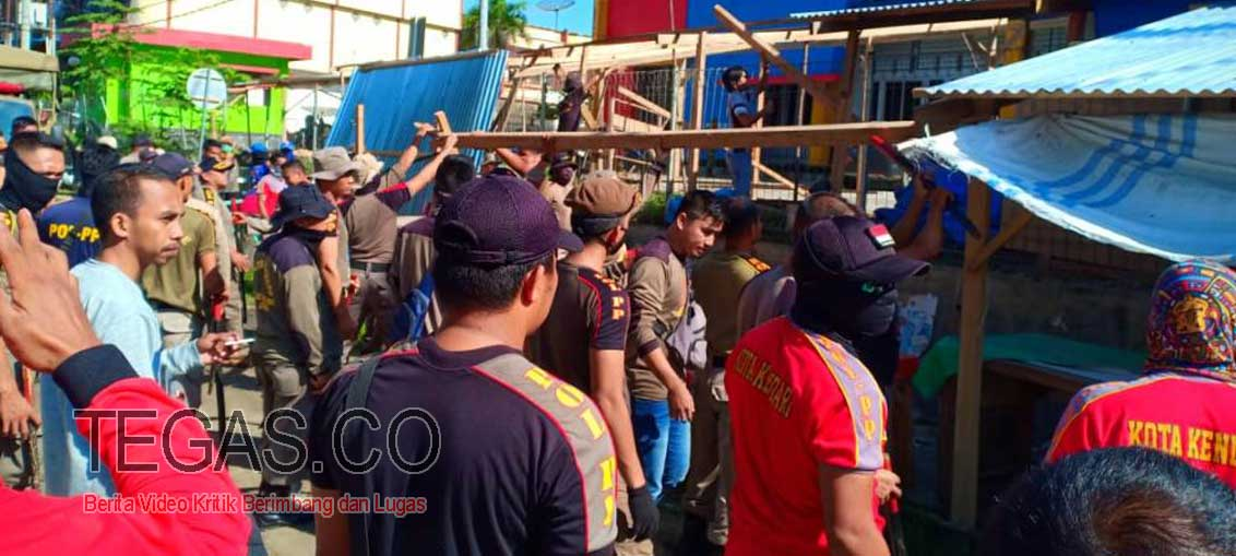 Pembongkaran Lapak Pedagang di Pasar Wua-Wua Berlangsung Ricuh