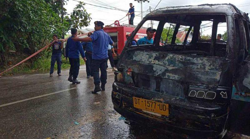 Satu Unit Mobil Angkot Ditemukan Terbakar di Muna