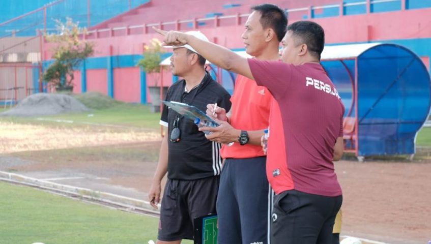 Pelatih Anyar Persijap Widyantoro Pimpin Latihan Perdana