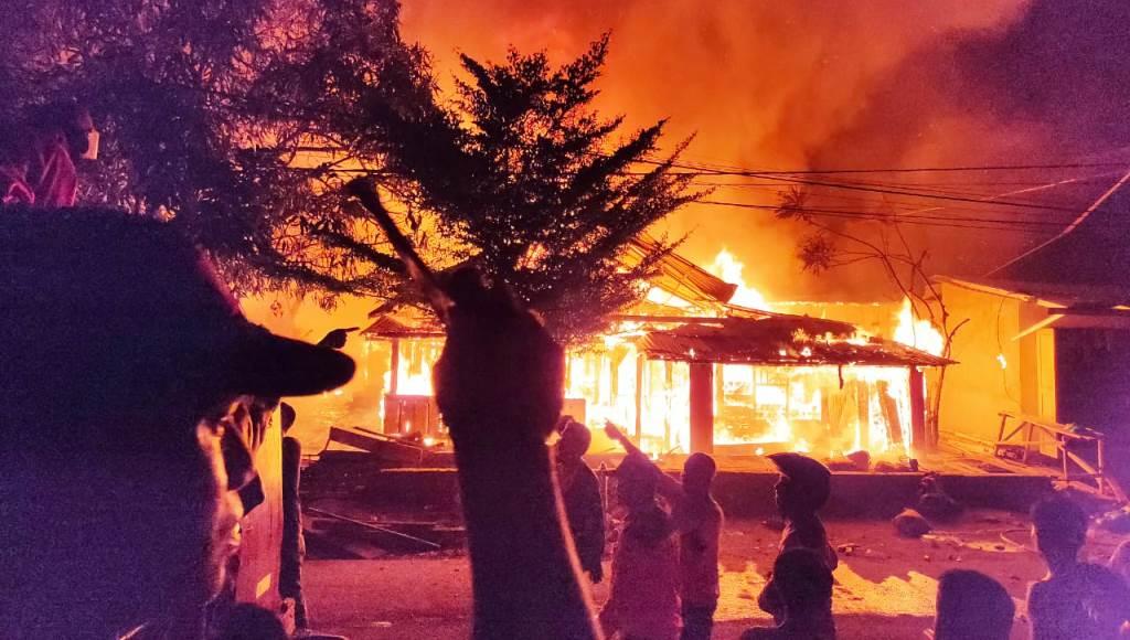 Dua Rumah Warga di Kolaka Terbakar Jelang Pernikahan