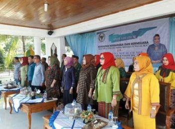 Bupati Buton Utara Abu Hasan mendampingi anggota DPR RI Hj Tina Nur Alam saat menggelar soposialisasi empat Pilar negara RI di rujab Bupati Butur FOTO : MIRDAT