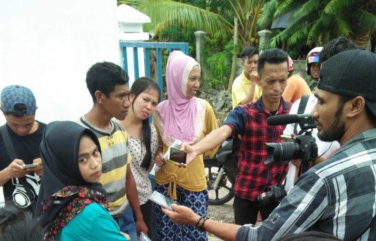 Aparat Desa saat memberikan keterangan pers beberapa waktu lalu. FOTO : ADY