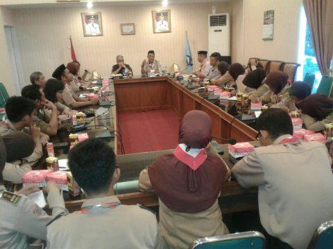 Rapat pengurus Kwarcab Pramuka Kabupaten bantaeng membahas terkait pemberangkatan mengikuti Raimuna di Cibubur. FOTO : SYAMSUDDIN