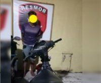 Tersangka pencuri ranmor bersama barang buktinya di mapolres Bantaeng. FOTO : SYAMSUDDIN