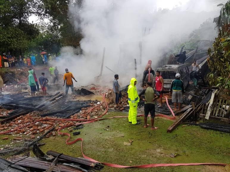 Rumah warga atas nama Wa Fanu habis di lalap api. FOTO : LA ODE AWALUDDIN