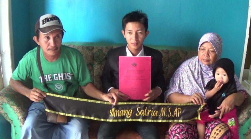 Viral, Anak Penjual Somay di Kolaka Raih Gelar Sarjana