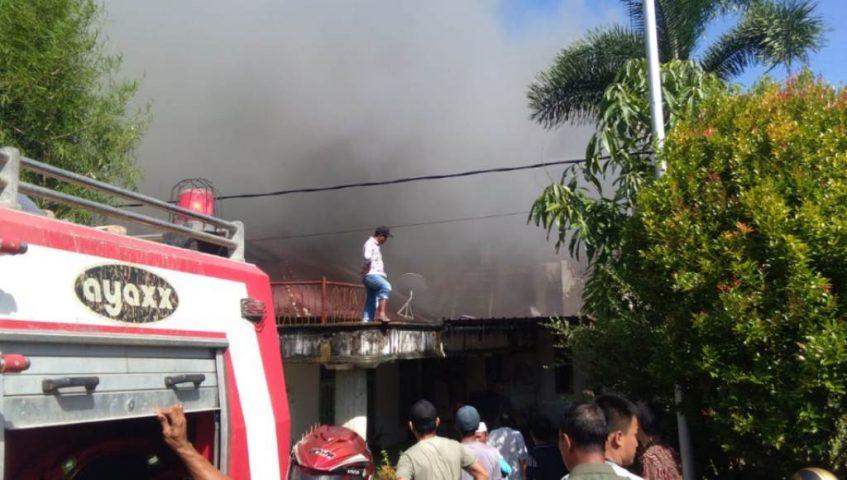 Rumah Milik Pensiunan Pegawai PLN Singkil Hangus Terbakar