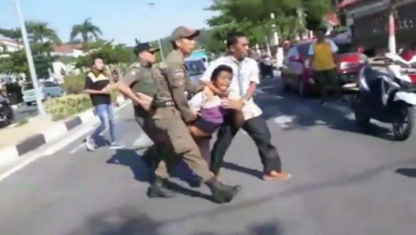 Seorang Ibu di Kolaka Dipukuli Pria Kurang Waras di di Jalan