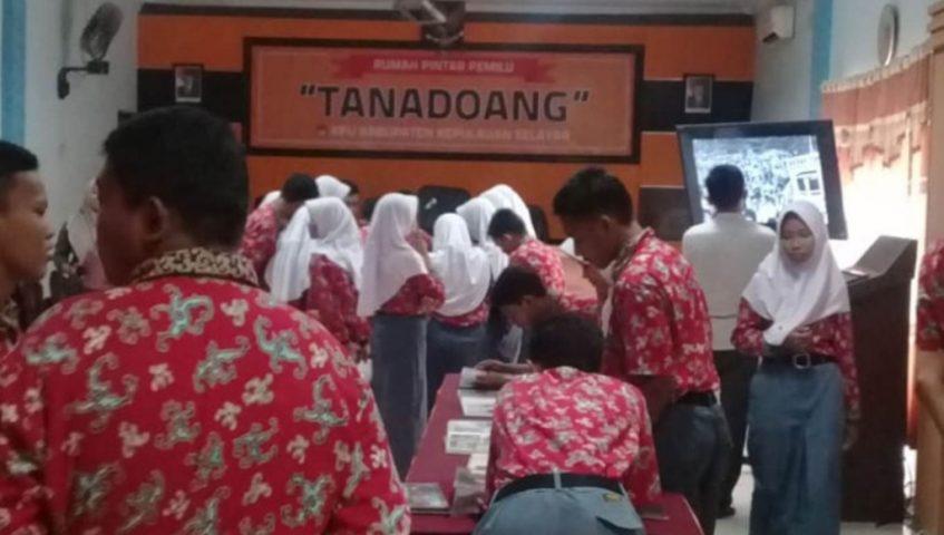 Siswa SMAN 1 Benteng Kunjungan Balasan ke KPU Selayar