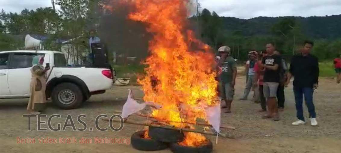Puluhan Warga Kolaka Timur Demo di DPRD dan Kantor Bupati, Ini Tuntutannya