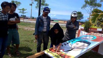 Viral, Relawan Menjahit Baliho