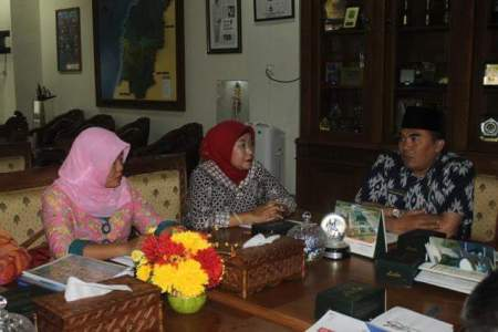 Dirut PT. PRPP Jateng Titah Listiorini (23/03), saat beraudiensid engan bupati Jepara Ahmad Marzuki. FOTO : DSW
