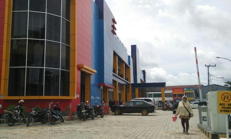 Pasar Sentral Wuawua Mulai Ramai Pengunjung