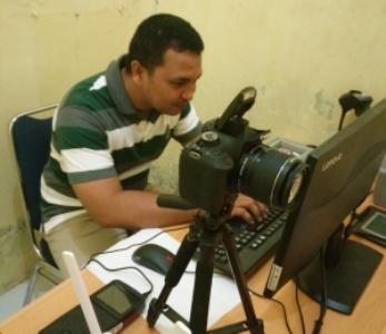 Pelayanan Surat keterangan catatan kepolisian di Polres Muna secara online. FOTO : ROS