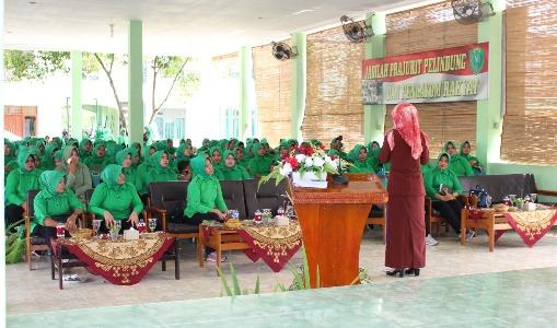 Istri Tentara di Kota langsa mendapatkan Sosialisasi tentang bahaya penggunaan Narkoba dari BNN Kota Langsa. FOTO : ROBY SINAGA