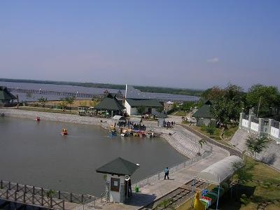 Keindahan Pantai Bentar Probolinggo Jadi Tujuan Wisata yang selalu di padati pengunjung baik lokal maupun nasional. FOTO : ASL