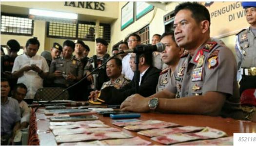 Kapolda Sulsel Irjen Pol Drs Muktiono SH, MH saat menggelar konprensi pers terkait penembakan Bos narkoba di Sulsel.