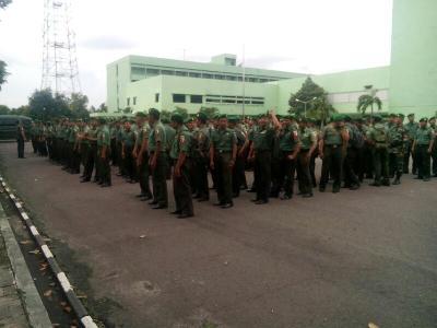 """Upacara pemberangkatan Prajurit TNI ke jenjang secaba Reguler Khusus di makodim 0820 probolinggo. FOTO """" ASL"""