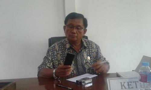 Ketua Komisi II DPRD Kota Kendari Simon Mantong FOTO : ODEK
