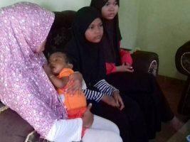 Bayi bersusia delapan Bulan Mikaila yang menderita penyakit Atresia Bilier atau penyumbatan saluran empedu membutuhkan biaya Rp. 1, 7 M untuk operasi transpalasi hati. FOTO : RAKHMAWATI