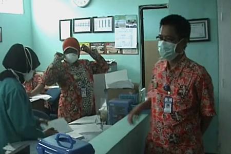 Penderita Tuberculosis di Brebes Terus Meningkat, warga wajib untuk menggunakan masker atau penutup mulut agar terhindar dari TB. FOTO : RACHMAWATI