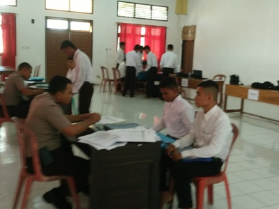Proses Penerimaan calon Siswa Polisi di Polres Muna. FOTO : ROS
