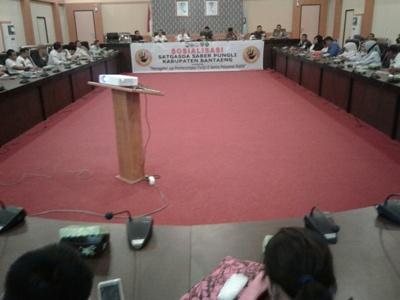 Sosialisasi Sapu bersi Pungutan Liar di ruang pola kantor Bupati Bantaeng. FOTO : SYAMSUDDIN