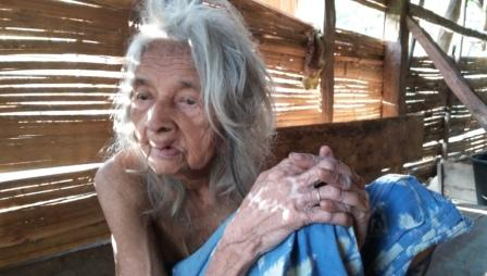 Kisah Nenek Berumur 150 Tahun Hidup Sendiri