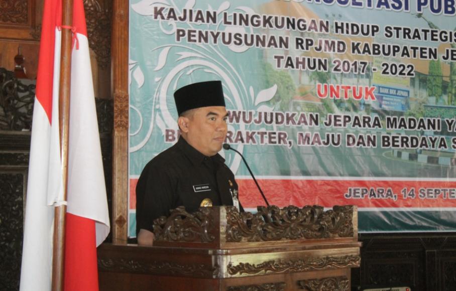 Bupati-Ahmad Marzuki saat memberikan sambutan dan membuka FKP-KLHS. FOTO : DSW