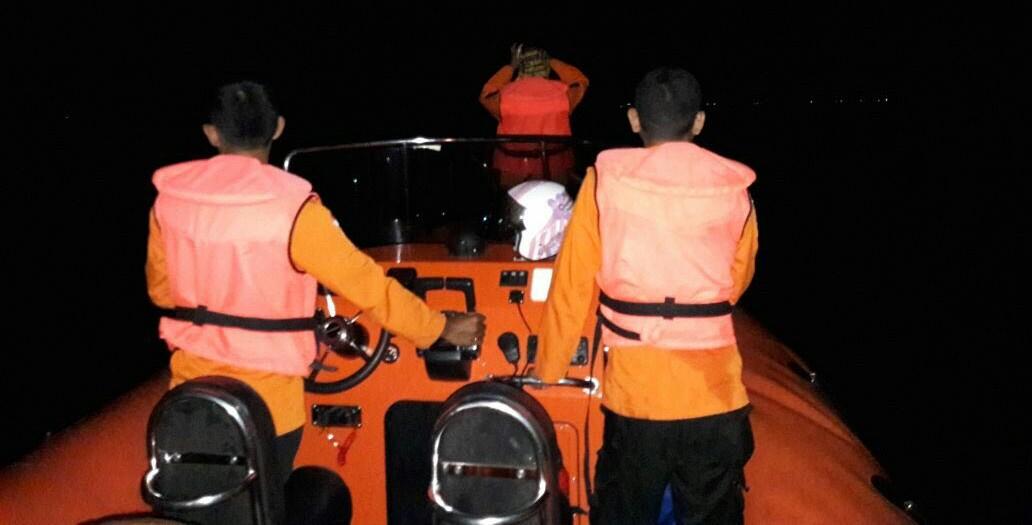 Dihantam ombak, Longboat mengalami Mati Mesin