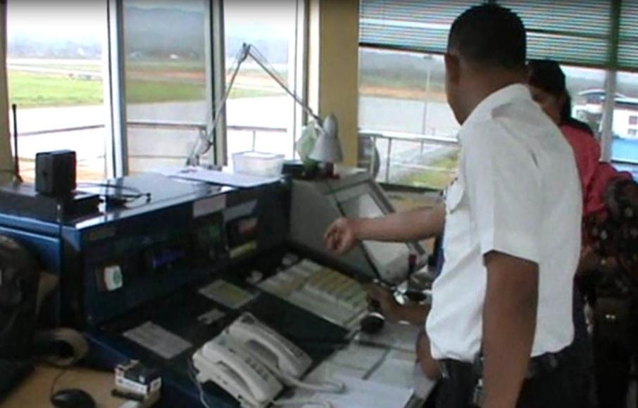 Alat Navigasi keselamatan penerbangan pesawat udara di bandara Halu Oleo bakal ditambah. FOTO : FEBRI