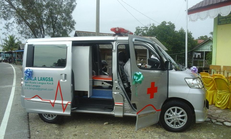 Mobil ambulance yang dilounching oleh Wakil Walikota langsa yang merupakan pembelian kepala Desa Kula Langsa dari ADD Desa Langsa. FOTO : ROBY SINAGA