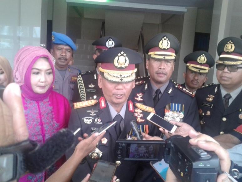 Kapolda Sultra Brigadir Jenderal polisi Andap Budhi Revianto S.Ik saat memberikan keterangan pers usai menggelar Upacara HUT Bhayangkara di mako Brimob. FOTO : ONNO