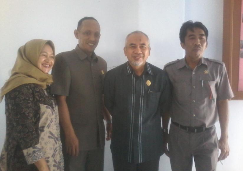 Ketua DPRD Bantaeng Sahabuddin (kedua dari kanan) bersama dengan anggota DPRD Bantaeng lainnya. FOTO : SYAMSUDDIN