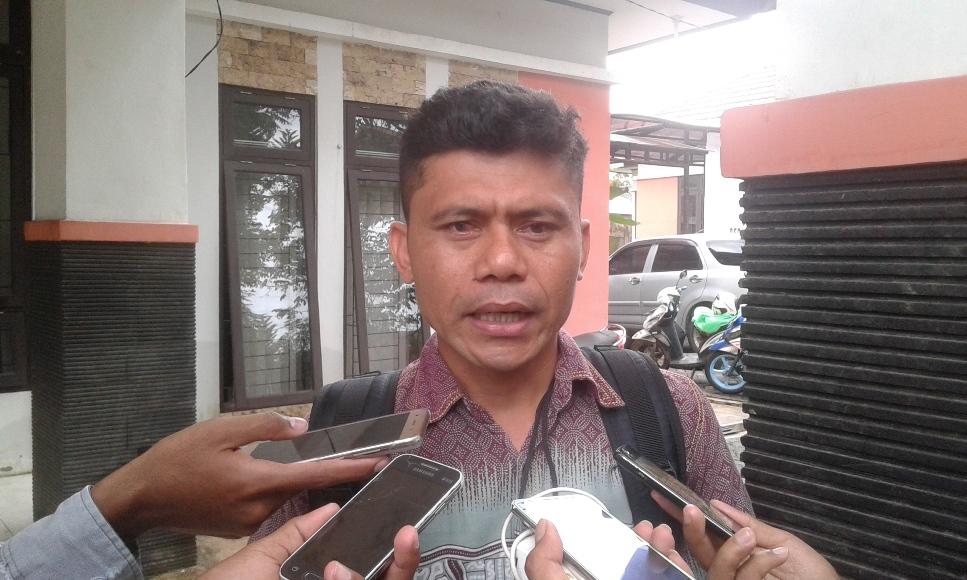 Perangkat Desa Latompe yang dioecat saat ditemui di Ombudsman Republik Indonesia (ORI) Perwakilan Sulawesi Tenggara FOTO : FAISAL