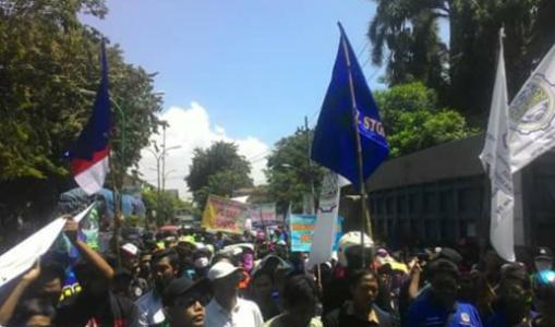 Aksi Unjuk rasa di hari buruh Internasional di Pasuruan yang menolak perbudakan. FOTO : ASL
