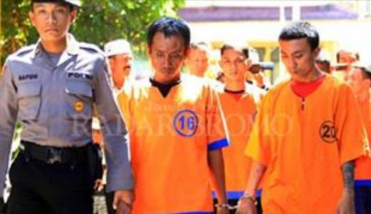 pelaku pengguna Sabu-sabu dan pengedar Farmasi yang dibekuk Polisi. FOTO : INT