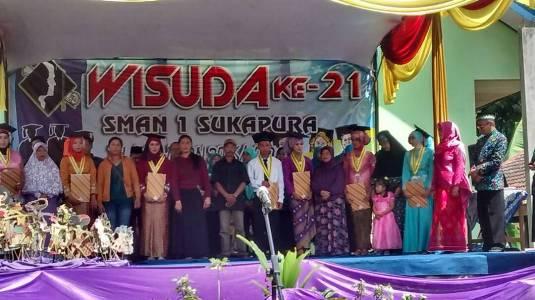 Wisuda ke 21 sma Negeri 1 Sukapura Menorehkan Segudang Prestasi. FOTO; ASL