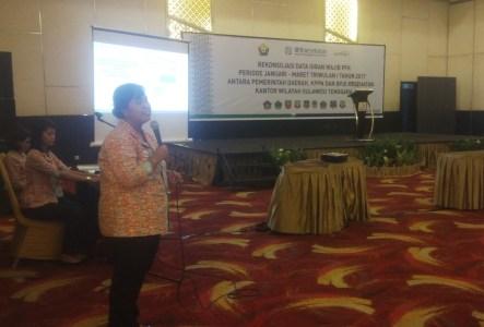 Kepala BPJS Kesehatan Sulawesi Tenggara Diah Eka Rini saat membawakan materi program pemeriksaan IVA/Papsmear. FOTO : BAIM. J