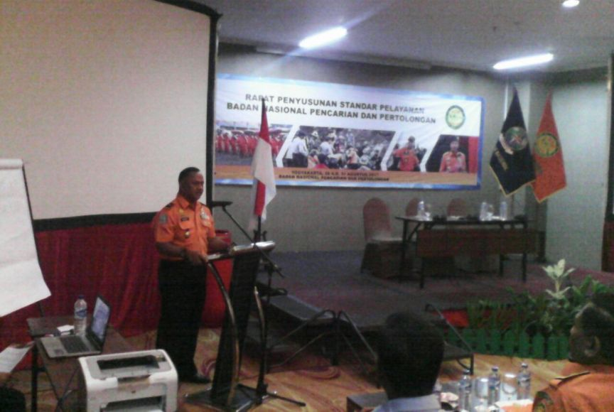 Direktur Operasi Basarnas, Brigjend TNI. Ivan Ahmad Rizka saat memberikan sambutan Rapat Penyusunan Standar Pelayanan Basarnas. FOTO : NADHIR ATTAMIMI
