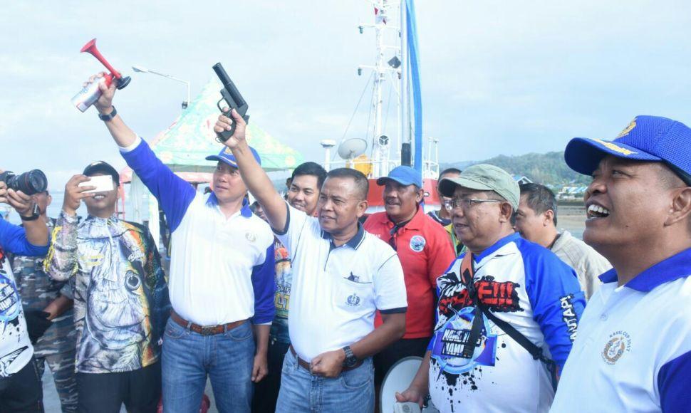 Asisten Pembinaan Potensi Maritim ( Aspotmar) Kasal Mayjen TNI Mar Gatot Triswanto saat membuka dimulainya lomba mancing Kasal CUP tahun 2017. FOTO : IST